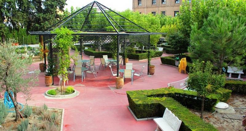 Jardines residencia perpetuo socorro - Residencia los jardines granada ...