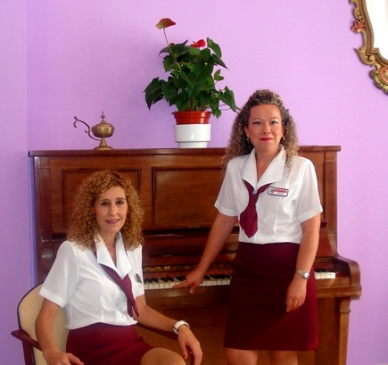 Dña Juana Muñoz Mantas y Dña. Sonia González Laredo
